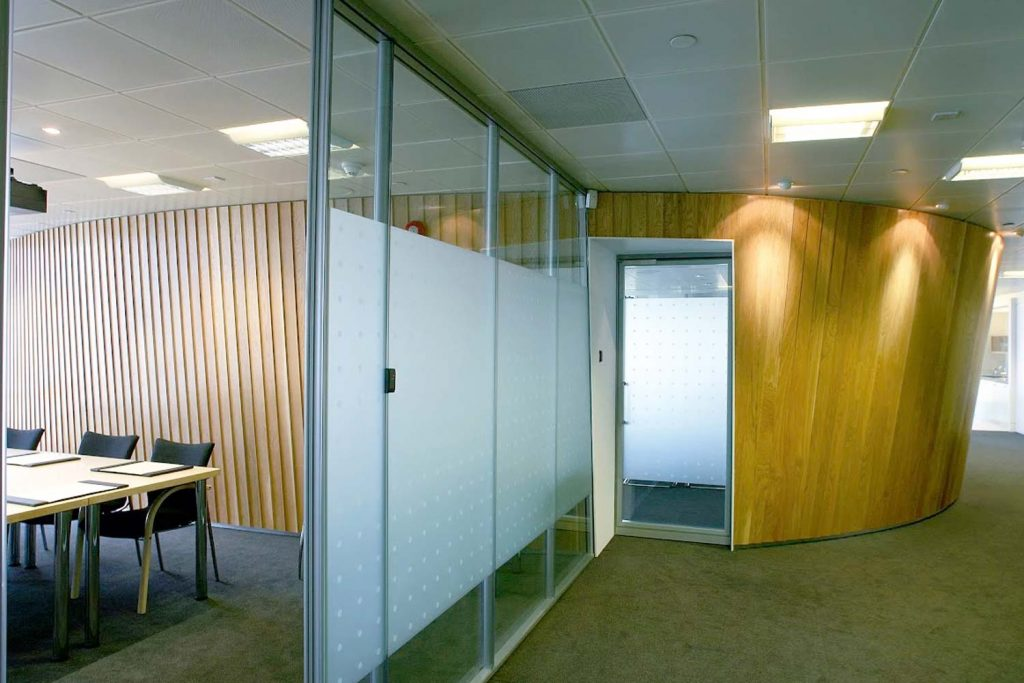 Frameless Glass Partitioning with Manifestation