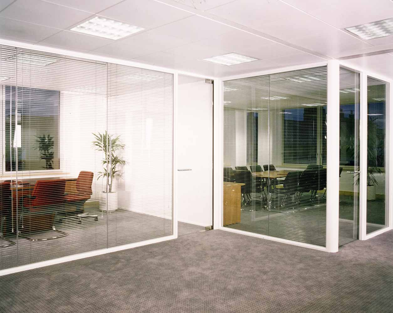 Komfort Kameo 75 with Polar glass Partitioning